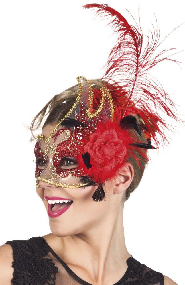 Lors d'une soirée déguisée sur le thème du Carnaval de Venise ou des années 30…