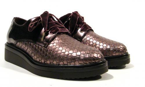 Zapatos blucher mujer en print serpiente con cordones de terciopelo de Kanna…