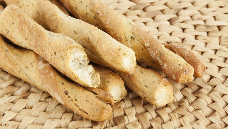 Quando parliamo di grissini al rosmarino, parliamo di un pilastro dell'antipasto all'italiana. In questa versione con farina di miglio sono stupendi!