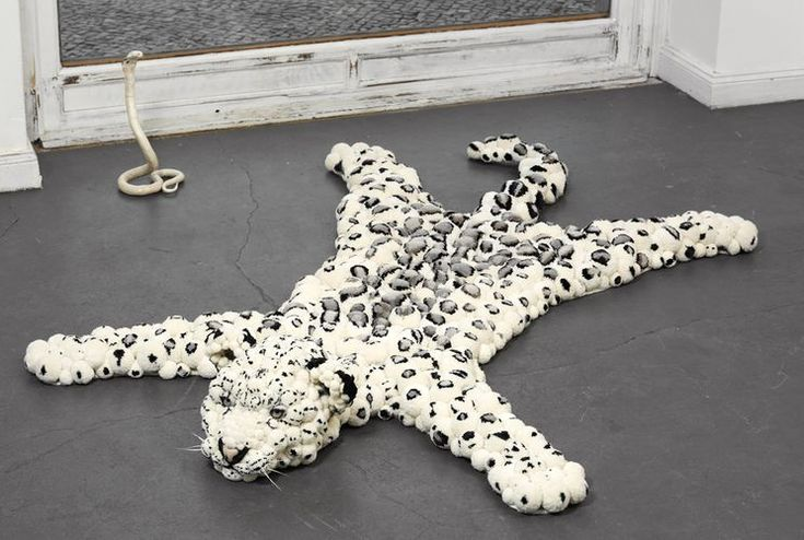 коврик из помпонов в виде леопардовой шкуры