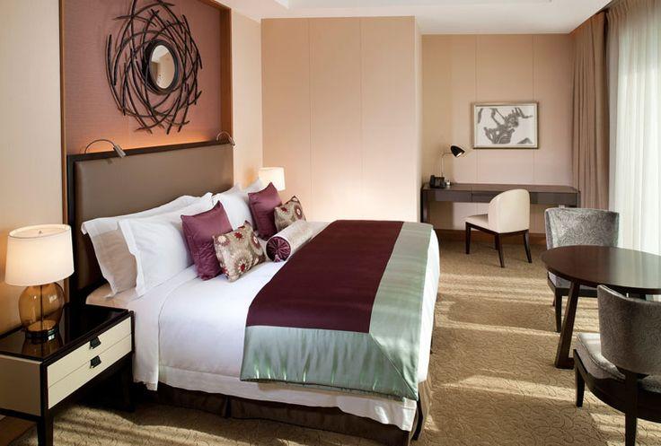 The St. Regis Osaka - Grand Deluxe Suite - Bedroom - Japan & Luxury Travel Advisor – luxurytraveltojapan.com - #Luxuryhotels #Osaka #Japan #Japantravel #stregisosaka