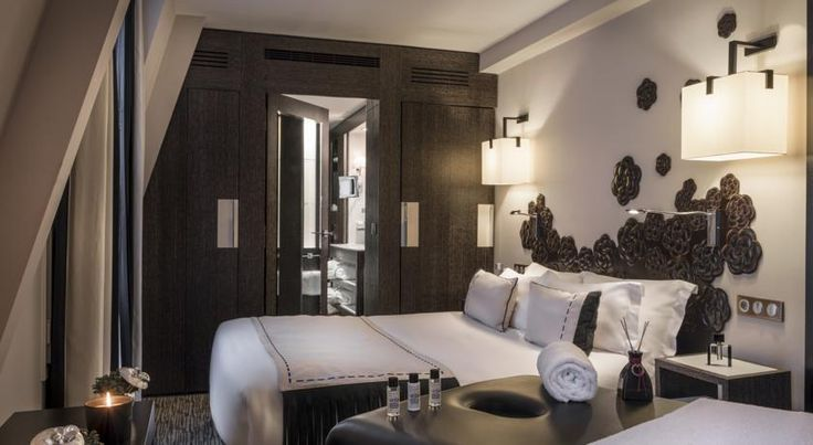 Les Jardins De La Villa & Spa - SLH Paris Set in a period building, this hotel offers guest rooms overlooking the landscaped courtyard. With a 24-hour reception, it features a fitness room, a sauna and a hammam.