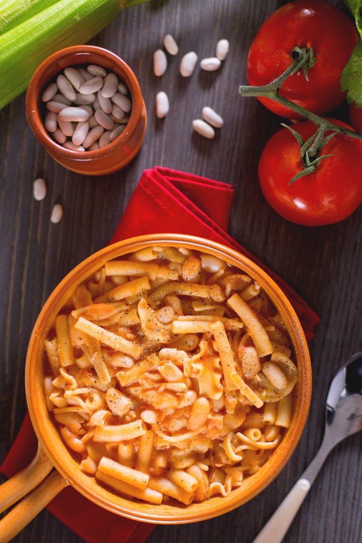 La #pasta e #fagioli alla napoletana è una gustosa variante partenopea della pasta e fagioli classica! #Giallozafferano #recipe #ricetta