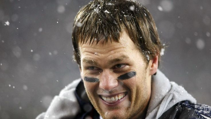 Patriots QB Tom Brady's contract extension sets him up to beat all of Peyton Manning's records!!