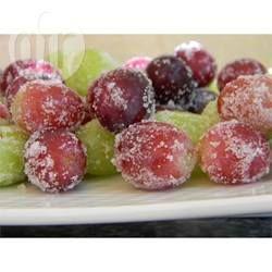 Gefrorene Weintrauben / Mich erinnern diese Trauben immer an ein altrömisches Gelage, sie sehen so toll aus und schmecken einfach fantastisch. In einem festverschlossenen Gefrierbeutel halten sie sich mehrere Monate. @ de.allrecipes.com