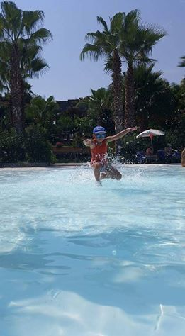 Giochi in piscina! Grazie ai nostri amici per aver condiviso con noi queste divertenti foto!