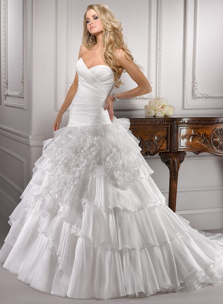 Gorgeous A-line Sweetheart Chapel Train Woth Satin Wedding Dress with Handmade Flower(WD0649)