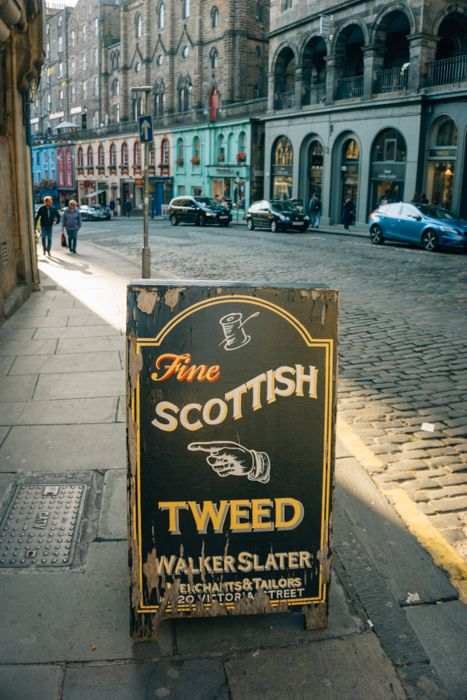 Walking the Harry Potter Trail in Edinburgh. I've joined The Potter Tour trail (and it's FREE!) and discovered more about the spots in the city that inspired her crafting of the Harry Potter World | Edinburgh, Scotland