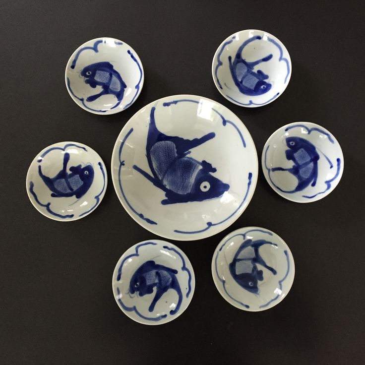Delft blue dishes.