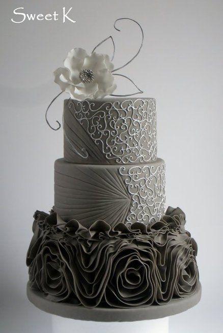Son Bashi is getting married in August. Colors are grey,white and purple. Isn't this cake lovely???? Ruffle silver cake  Cake by Karla (Sweet K)