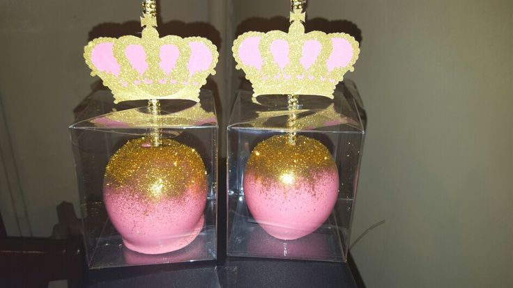 PRETTY IN PINK. PINK CANDY APPLES WITH A SPLASH OF GOLD GLITTER AND A CUSTOM MADE 3D TOPPER