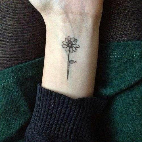 Tatuagem de Flor | Minimalista no Pulso