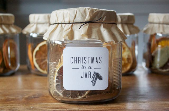 #Christmas potpourri as a gift- jar with coffee filter - download label free