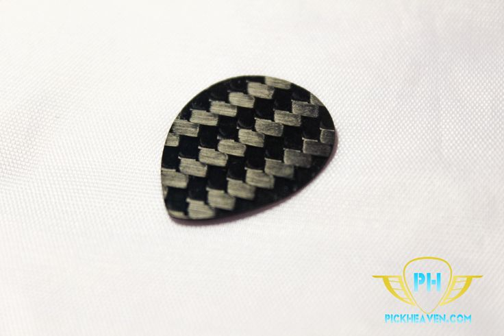 This lightweight pick is a neat 0.5mm thick teardrop shape for increased control, allowing you to play with precision and comfort. Its strong 3k carbon fiber weave produces warm and powerful tones that you'll love to hear and its construction means it's reliable for long sessions.