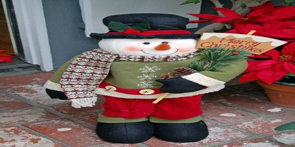 Admirable Christmas Porch Décor with The Greeting Snowman
