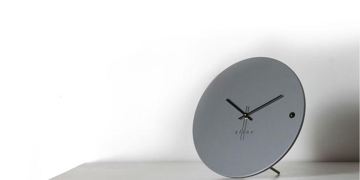 Ρολόι τοίχου ή επιτραπέζιο. Desk clock tre small grey 45€ | xline