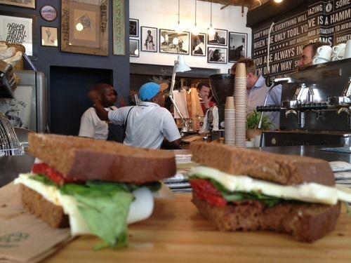 YoursTruly op Long Street: nu ook heerlijk donkerbruin brood voor lunch!