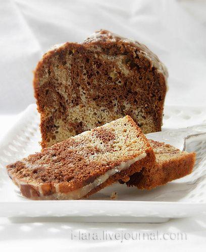 ШОКОЛАДНО-БАНАНОВЫЙКЕКС Чудесный кекс с насыщенным вкусом и ароматом бананов, шоколада и апельсина. Его можно полить шоколадной или апельсиновой глазурью или просто посыпать порошком какао. Хорошая новость для тех, кто обходит рецепты с использованием миксера: не нужен…