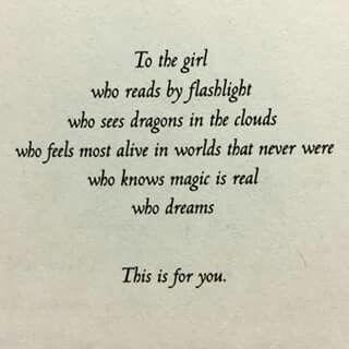 Esa chica que lee es para ti ♡