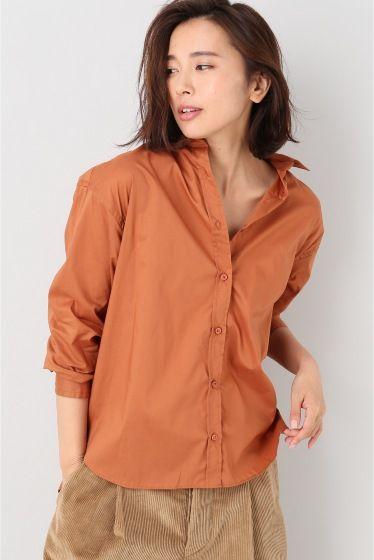 ウォッシュコットンシャツ  ウォッシュコットンシャツ 16200 2016AW 通年使えるコーデの定番アイテムコットンシャツ 透け感もなくやや張りのあるタナローン素材を使用しています ナチュラルなシワを残したラフ仕上げにしました レンガオールドブラウンとカーキの秋カラー2色展開 オリジナルのデニムとの合わせやエターミンなどの秋冬素材のボトムに合わせるのがおすすめです 取り扱いについては商品についている品質表示でご確認ください モデルサイズ:身長:165cm バスト:80cm ウェスト:58cm ヒップ:82cm 着用サイズ:フリー