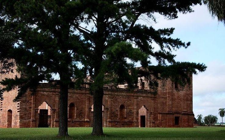 Reduções jesuíticas (Paraguai): O sul do Paraguai abriga um dos complexos de construções jesuíticas mais importantes da América do Sul. No século 16, chegaram os primeiros jesuítas à região, com o objetivo de catequizar os índios locais. E eles deixaram na área essas edificações que atraem diversos turistas nos dias de hoje. Santísima Trinidad e Jesús de Tavarangüe, declaradas Patrimônio da Humanidade pela Unesco, em 1993, são as duas principais construções de um circuito histórico que…