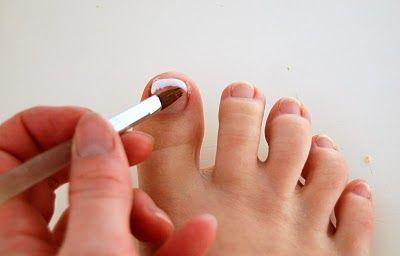 Easy French Pedicure DIY.. For Sandal season