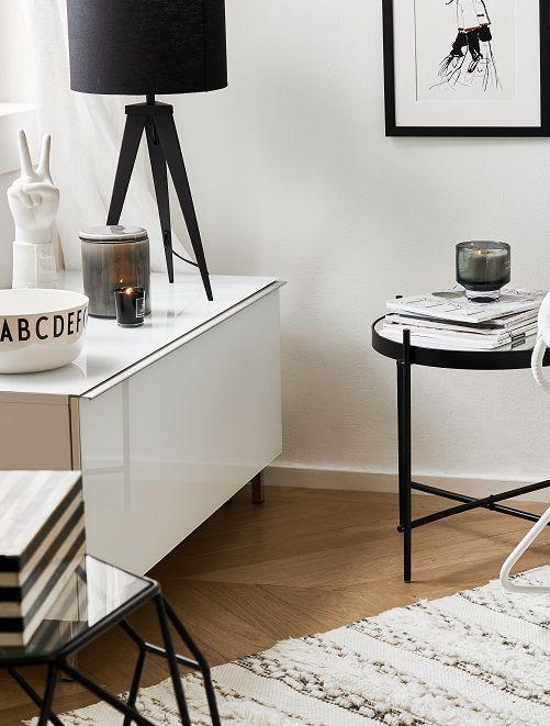 Black  White! Die Tischleuchte Cody passt perfekt in dieses Zuhause - wohnzimmer dekorieren schwarz