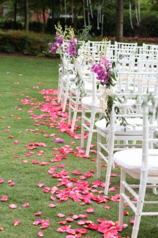 Rozenblaadjes strooien op je bruiloft- niet ouderwets! | ThePerfectWedding.nl