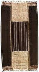 ulos Jugia Ulos ini disebut juga ulos naso ra pipot atau pinunsaan. Biasanya ulos yang harga dan nilainya sangat mahal dalam suku Batak disebut ulos homitan yang disimpan di hombung atau parmonang-monangan (berupa Iemari pada jaman dulu kala). Menurut kepercayaan orang Batak, ulos ini tidak diperbolehkan dipakai kecuali orang yang sudah saur matua atau kata lain naung gabe (orang tua yang sudah mempunyai cucu dari anaknya laki-laki dan perempuan). digolongkan dengan tingkalan saur matua.