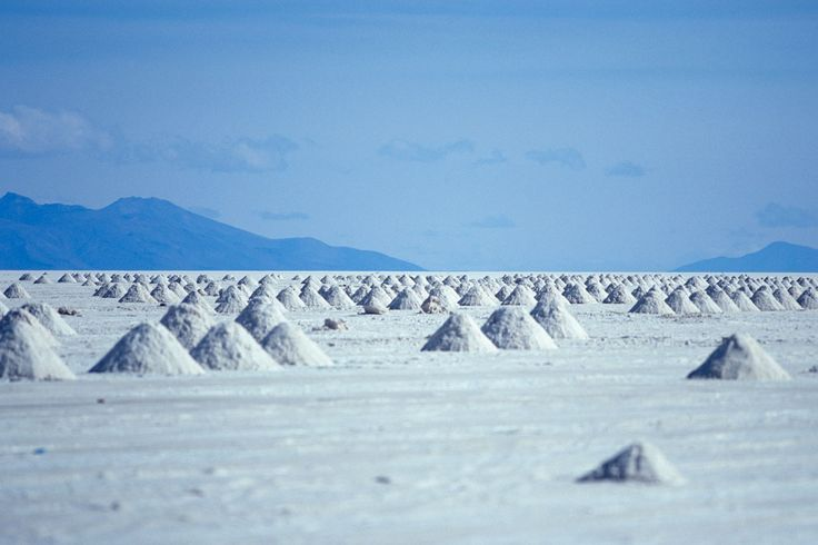 El Salar de Uyuni (Bolivia)The most  salty desert of the world