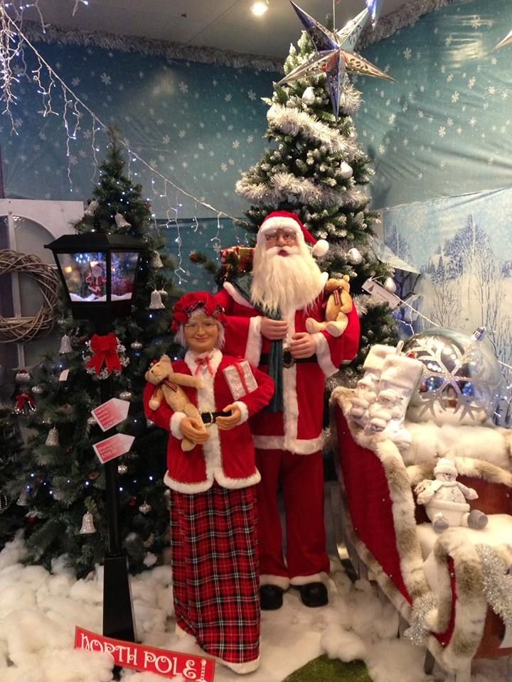 6FT Dancing Santa & Dancing Mrs Claus  http://www.christmascomplete.com.au/Animated_c_93.html