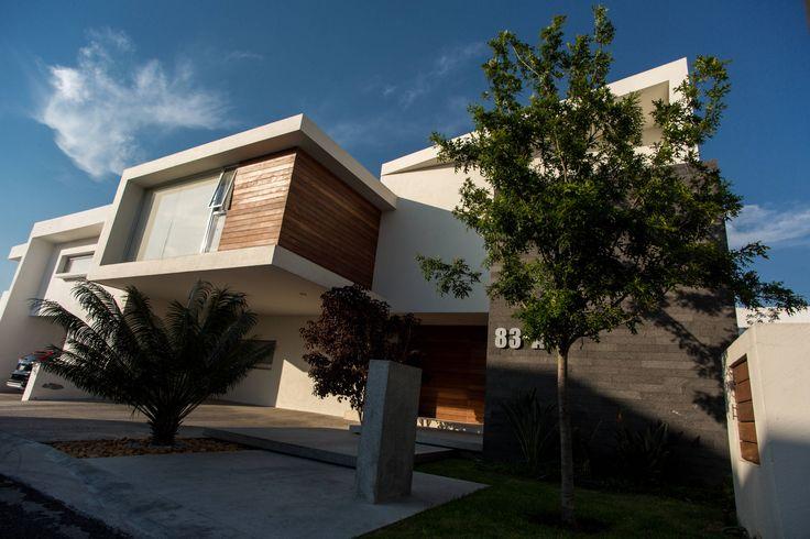 Esta moderna casa ubicada en Querétaro se caracteriza por su…