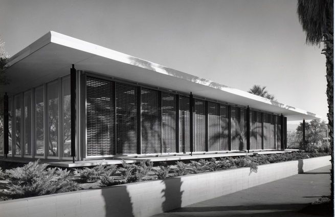 Santa Fe Federal Savings and Loan as photographed by Julius Schulman in 1960