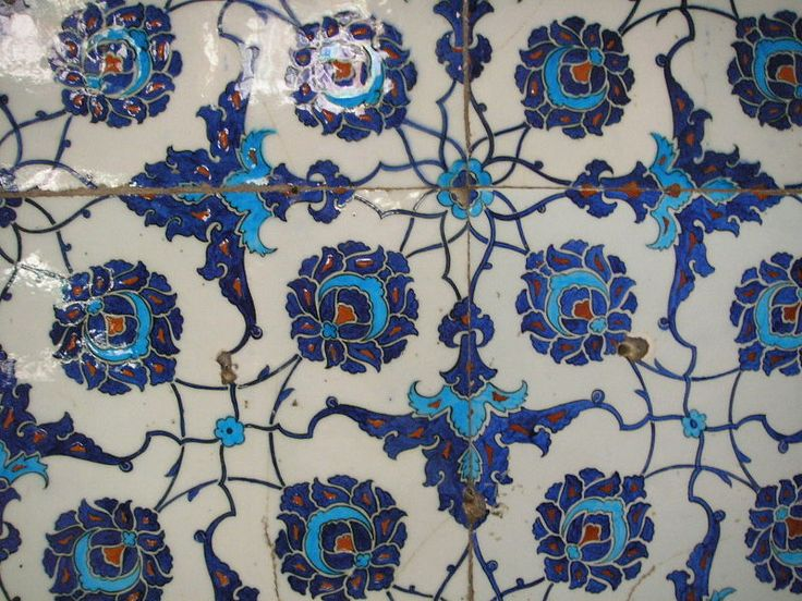 İznik tiles in the Neo-classical Enderûn Library (Enderûn Kütüphanesi), also known as Library of Sultan Ahmed III (III. Ahmed Kütüphanesi), is situated directly behind the Audience Chamber (Arz Odası) in the centre of the Third Court of the Topkapi Palace in Istanbul.