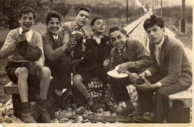 Almuerzo en la vía del tren en 1957