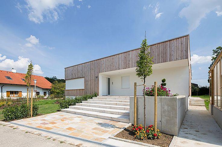 Fachada principal de casa de una planta