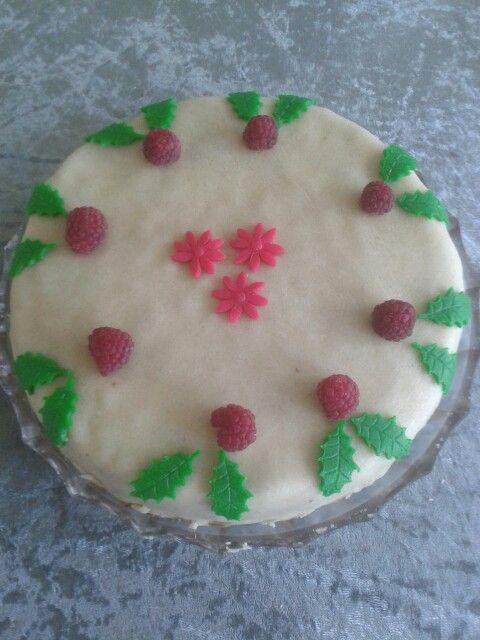 Bryllupsdags kage med hindbær musse og chokolade creme