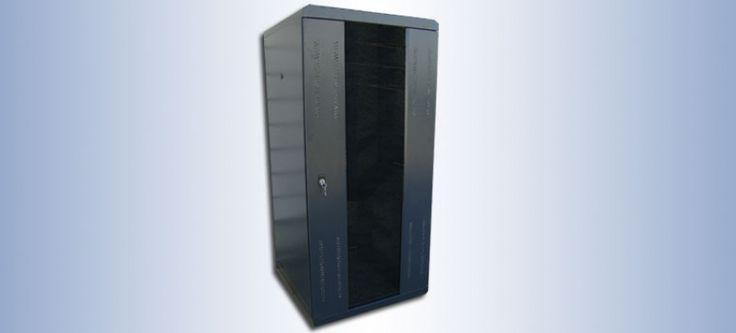 """Rack 35U insonorizado para servidor  Los armarios Rack Insonorizados Biacom han sido desarrollados y fabricados con el objetivo de favorecer la reduccion de la contaminacion acustica que generan los equipos, utilizando para ello un recubrimiento aislante interior.  Especificaciones: Puerta, laterales, trasera y entrada cables en espeso - Techo y base en 1,5mm - Estructura y montantes 19"""" en 2mm   Contacto 948 34 64 86"""