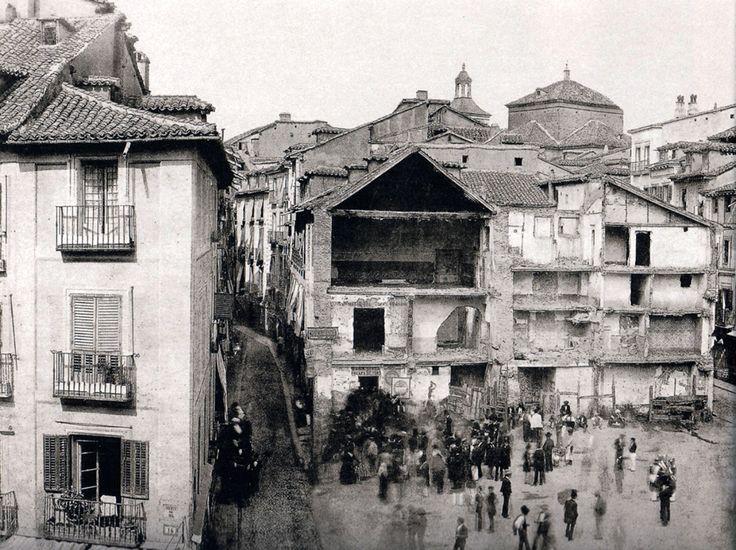 Puerta del Sol, 1857. De izquierda a derecha, calles Preciados y Carmen - Portal Fuenterrebollo