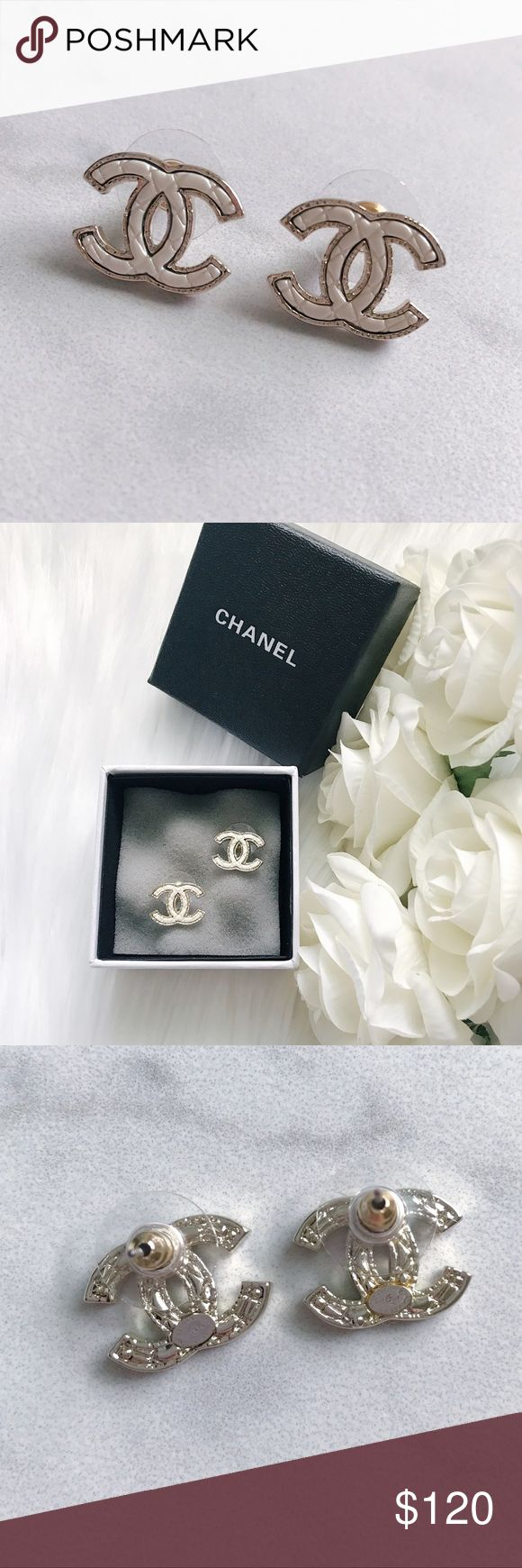New White Quilted Chanel Logo Earrings ❗️Please read the description❗️These earrings feature white color, stamp on back, amazing quality. Come with box. ❗️Not auth, mirror image quality❗️Approximate length-1,2 cm, width-1,8 cm. CHANEL Jewelry Earrings