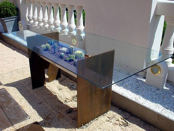 Tierra garden table by Gonzalo De Salas