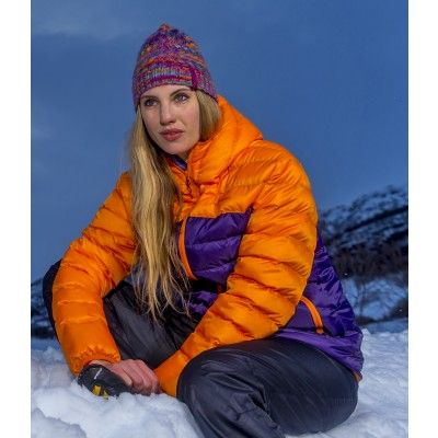 Snjofell insulated jacket is a comfortable and warm jacket perfect for hikes in the city and countryside on chilly days.
