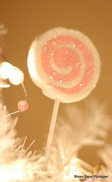 http://brownpaperpackagesep.blogspot.com/2011/12/diy-cutest-ever-lolly-ornaments.html