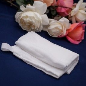 Muslin Facial Cloth. One of HoneyBliss's best tools.Large 45 cm baby muslin 4 ply facial cloth. Strong and generous size for all your facial care.  Hang up hook for easy air drying.  Use with Roses & Honey Soothing Face drops & cleanser , Patchouli & Lime Face Drops & cleanser & polish  or Skin Calming  Face Drops & cleanser or to remove mask or polish.