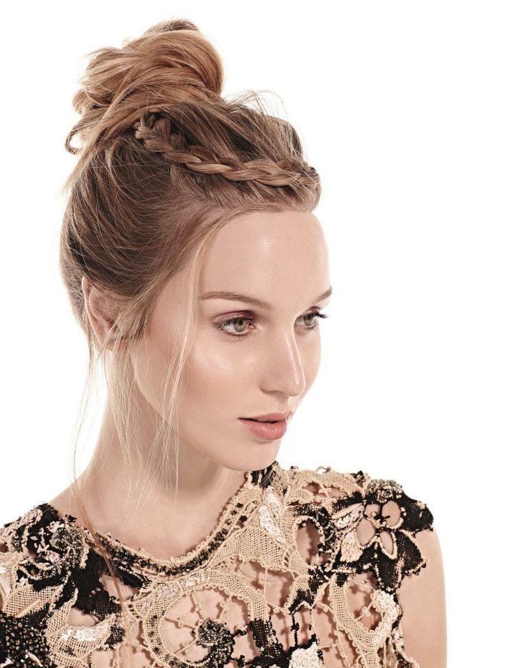 Como fazer o coque alto que nunca sai de moda! Existem penteados tão clássicos que nunca saem de moda e deixam as mulheres belas e prontas para qualquer ev