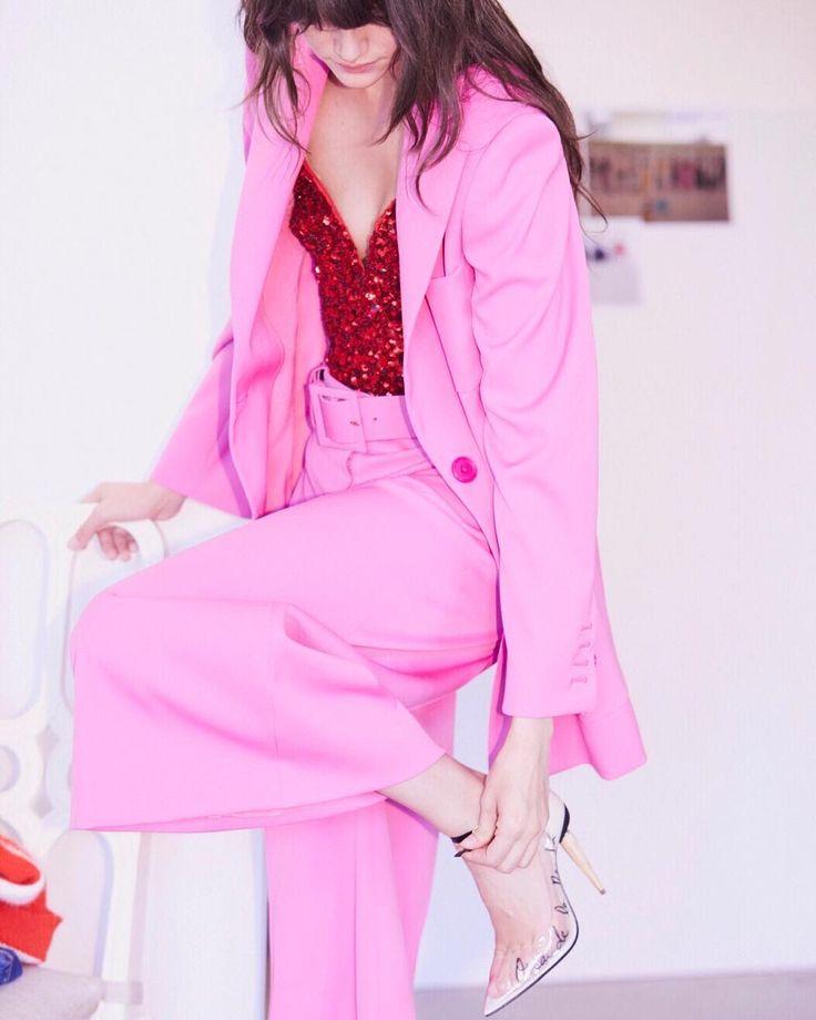 Audrey Amelie Rudolf looks pretty wearing pink, the Oscar de la Renta Fall/Winter 2017 Collection