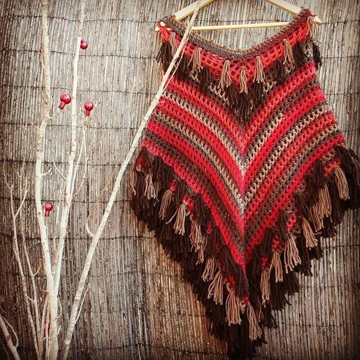 poncho rojo con flecos