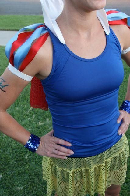 DIY Snow White Running Costume..Love this! Maybe for the Monster Dash coming ?!Thanks Emily!!!