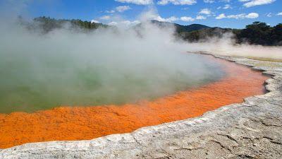 Piscina de Champán, fuente natural y multicolor ubicada en Nueva Zelanda, temperatura de 74º