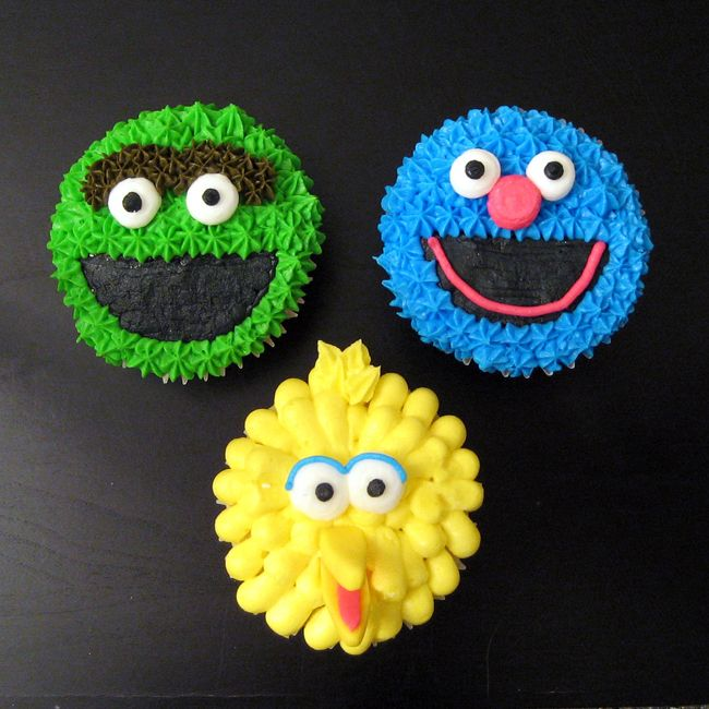 Sesame Street cupcakes. Love the Grover